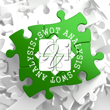 SWOT Analisis Written Arround Icon on Green Puzzle Pieces. Business Concept.